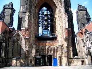 Руины церкви Святого Николая — мемориал жертвам Второй мировой войны