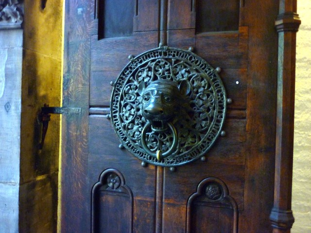 Дверная ручка в форме головы льва