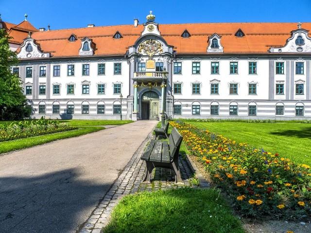 Бывшая епископская резиденция (Fürstbischöfliche Residenz)