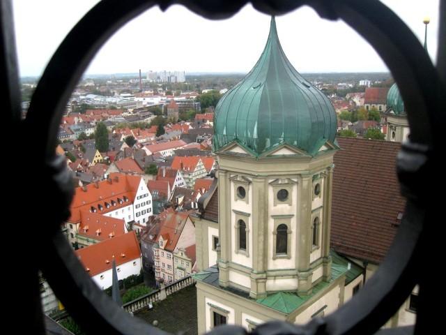 Вид на город со смотровой площадки башни Перлахтурм