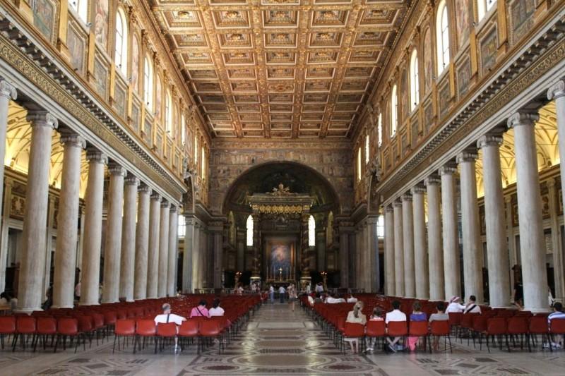 Центральный неф базилики