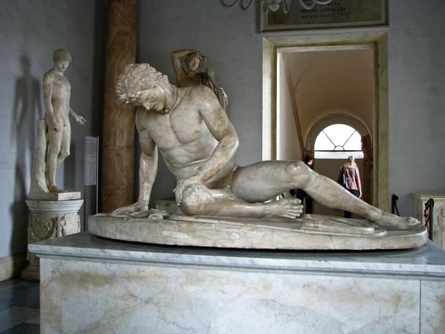 «Умирающий галл» — мраморная римская копия с пергамского оригинала