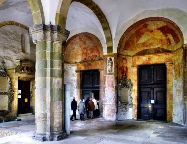 Вход в базилику св. Эммерама (Basilika St. Emmeram)