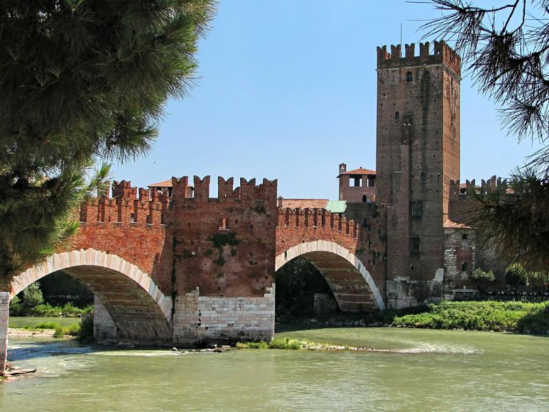 Замок Кастельвеккьо (Castel Vecchio)