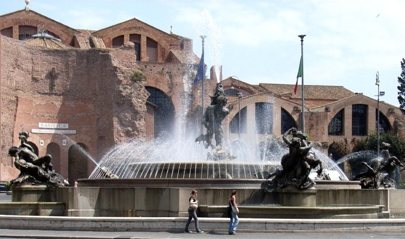Площадь Республики (итал. Piazza della Repubblica)