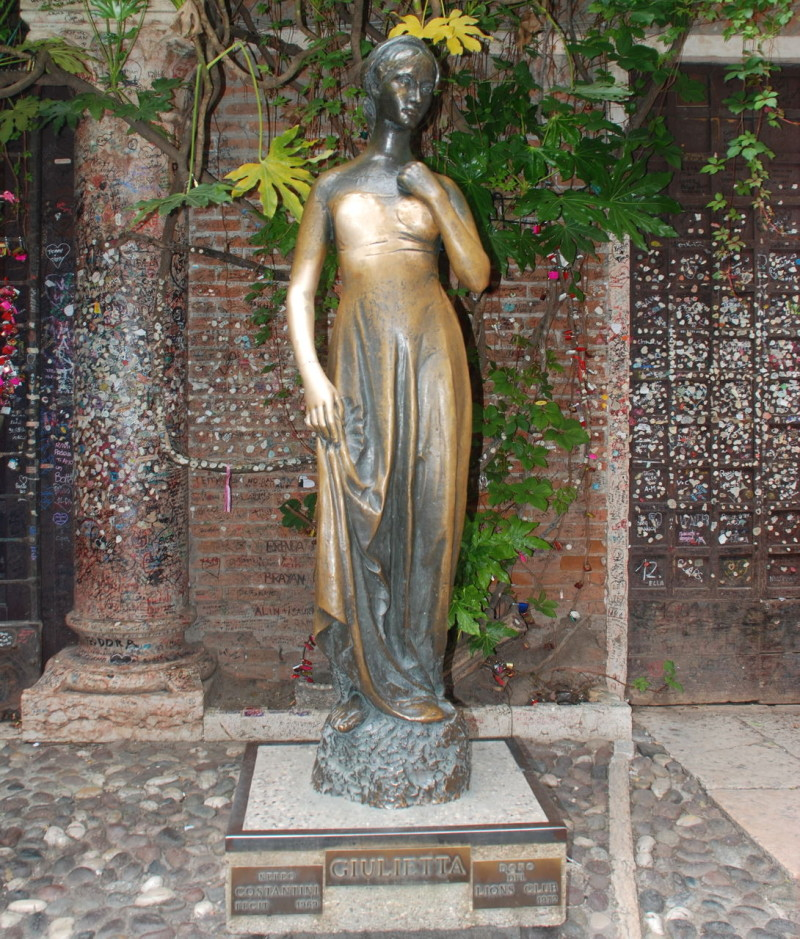 Бронзовая фигура Дульетты