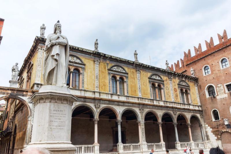 Площадь Синьории и монумент Данте