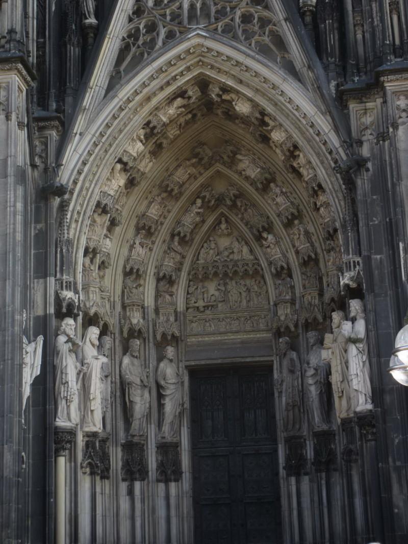 Вход в Кельнский собор