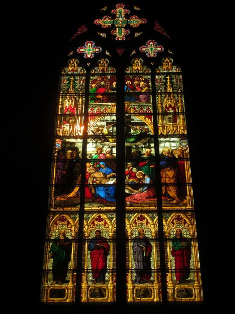 Один из витражей Кельнского собора
