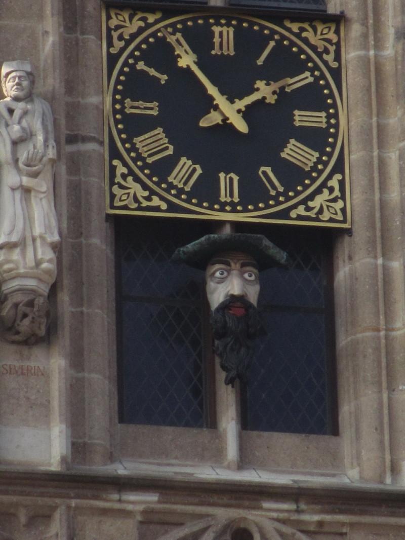 Часы на кельнской ратуше