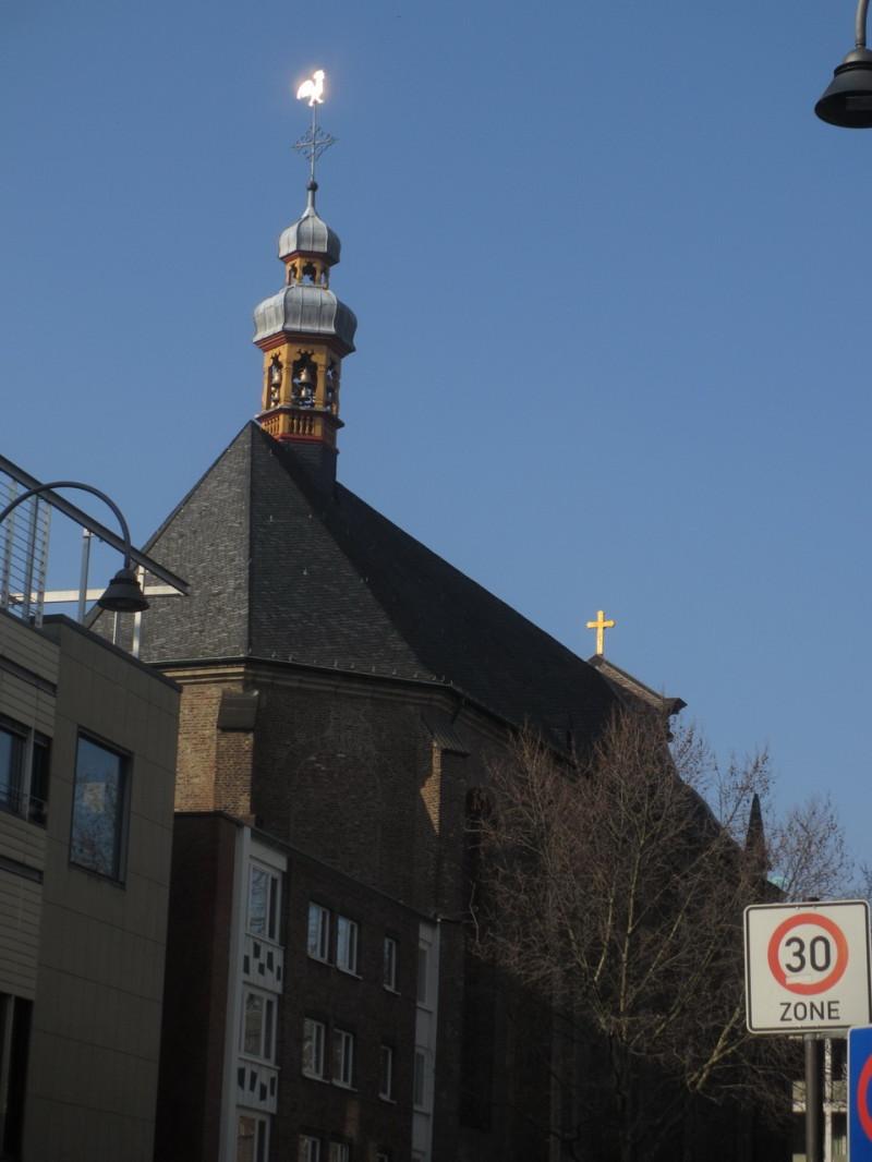 Церковь с петушком на шпиле