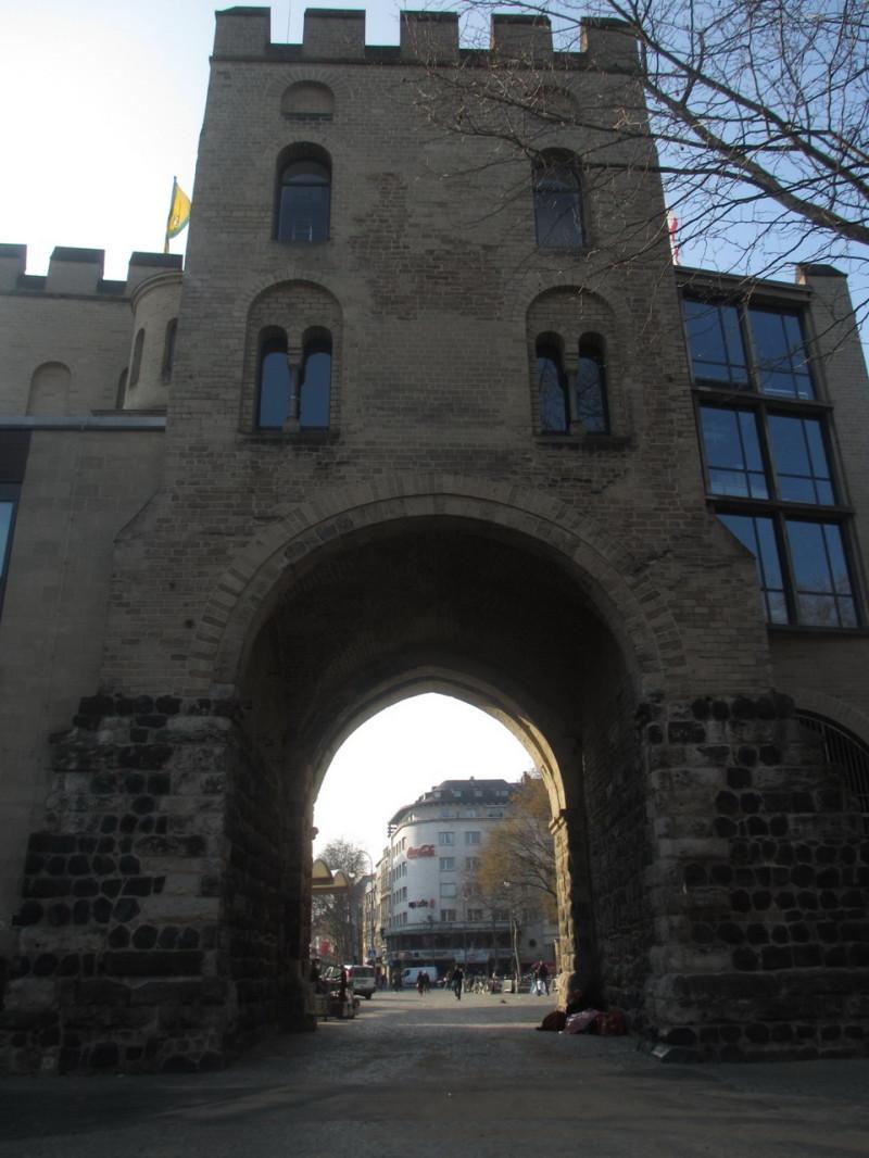 Средневековые крепостные ворота