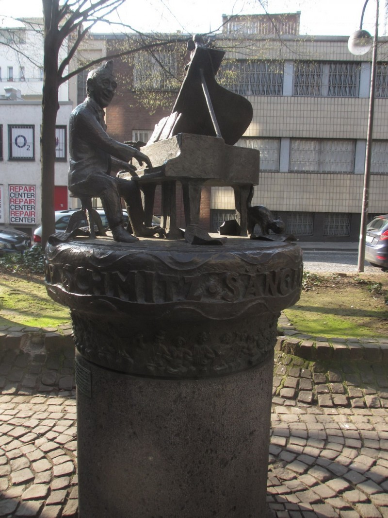 Памятник Юппу Шмитцу