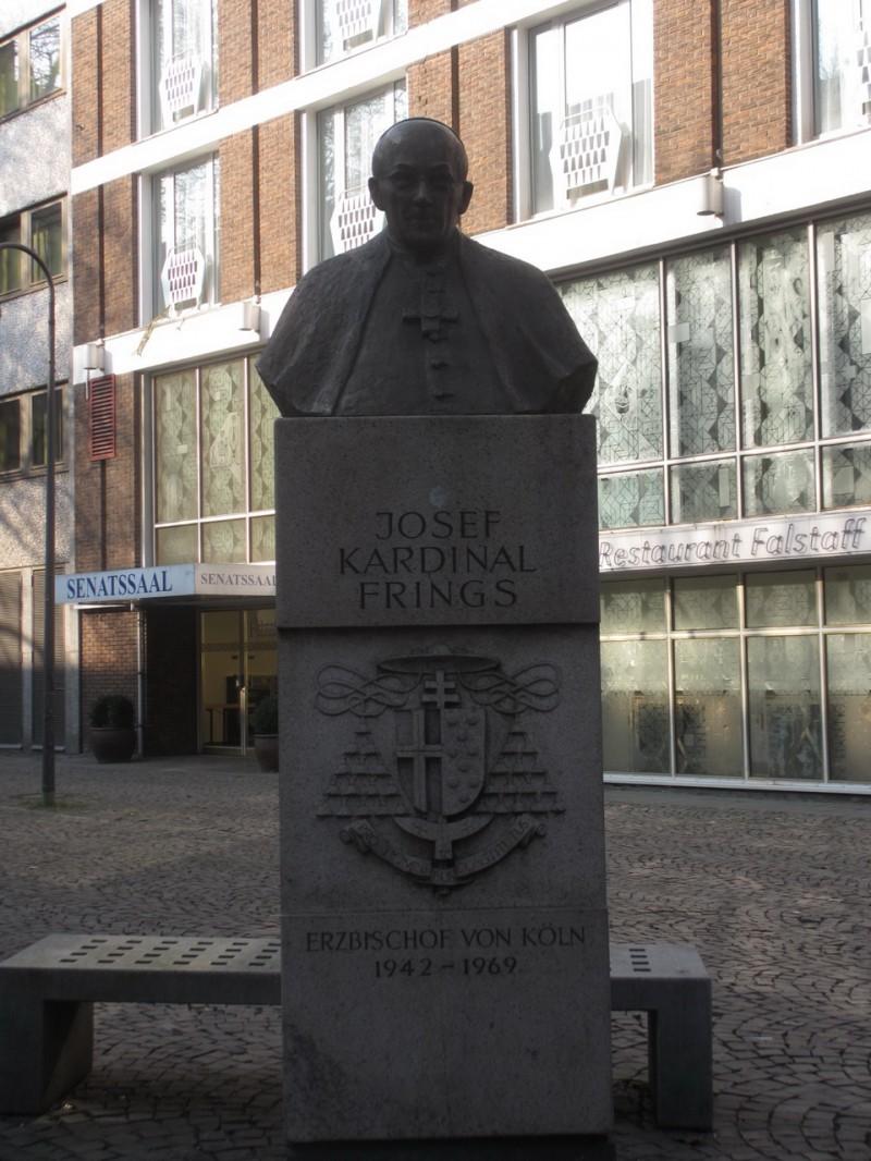 Памятник кардиналу Иозефу Фрингсу