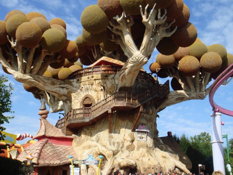 Гардаленд — третий по популярности развлекательный парк в Европе построенный на восточном берегу озера Гарда