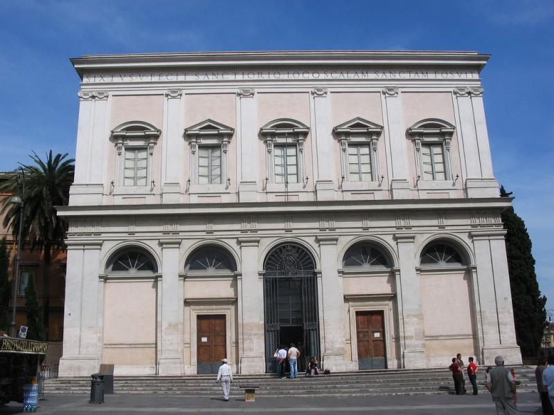 В этом здании находится одна из самых главных реликвий христианства