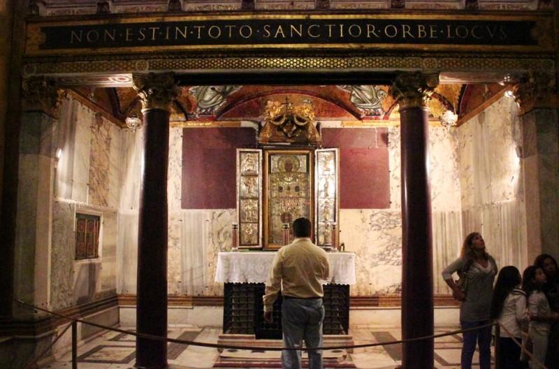 Acheiropoietos — икона, сотворенная нечеловеческой рукой, изображающая Христа (VI-VII вв.)
