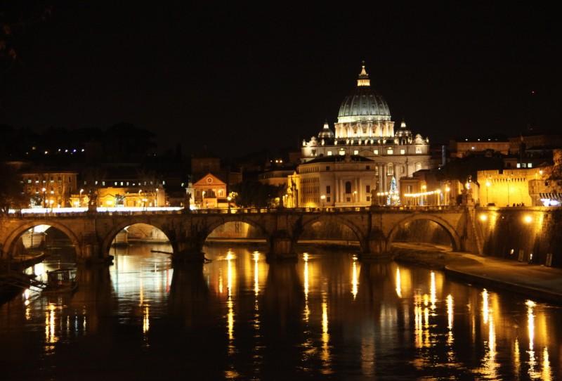 Мост Умберто I и вечерний вид на Ватикан со стороны Тибра