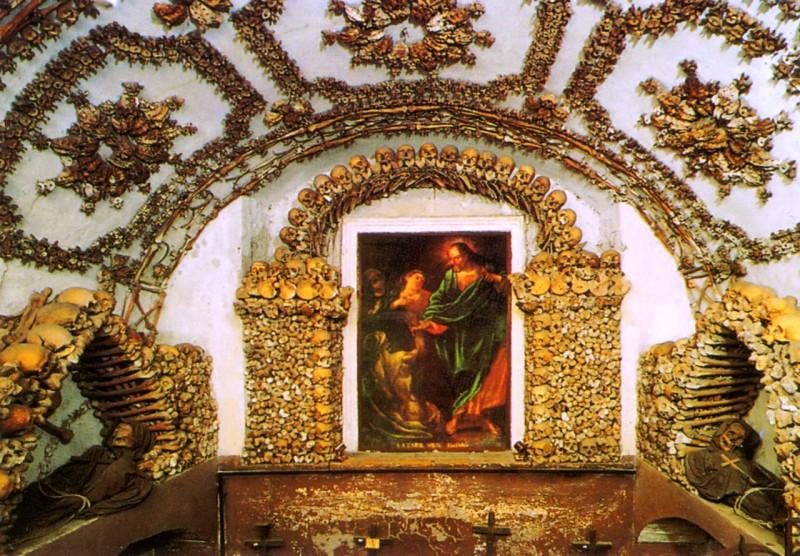 В крипте Санта-Мария-делла-Кончеционе