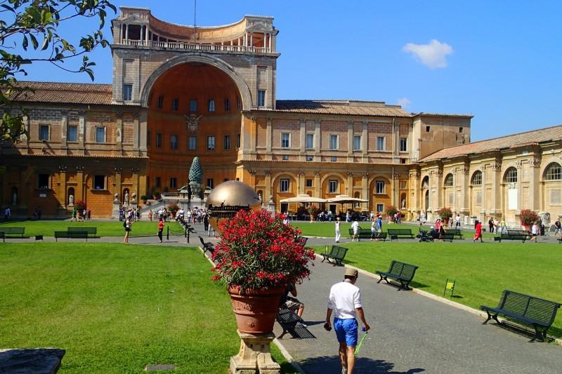 Ватиканские музеи, двор Сосновой Шишки