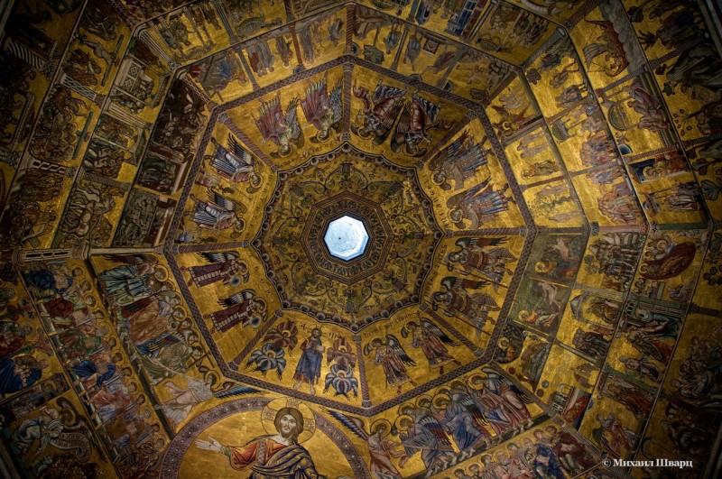 Свод купола,  украшеннй византийскими мозаиками XIII—XIV веков.