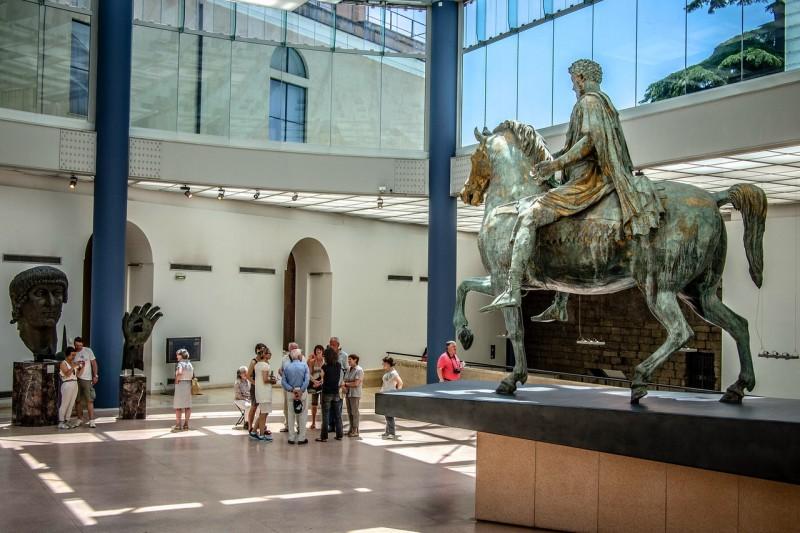 Бронзовая статуя императора Марка Аврелия