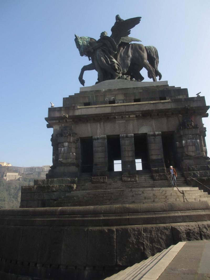 Памятник кайзеру Вильгельму I (вид с правой стороны)