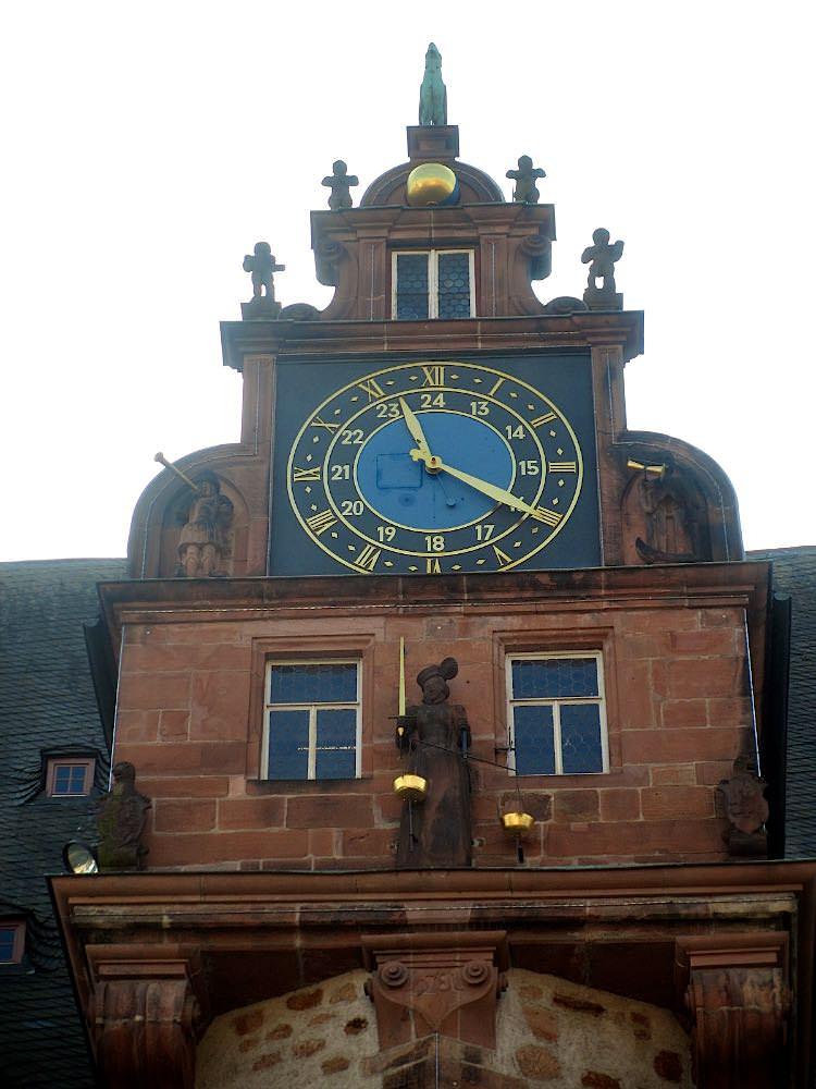 Часы на ратуше Марбурга
