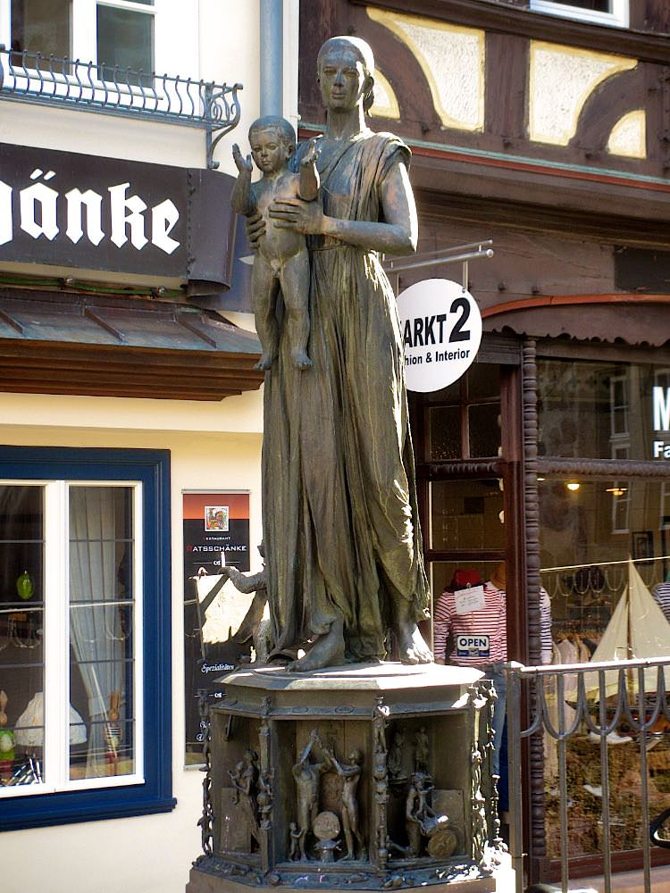 Памятник герцогине Софии Брабантской