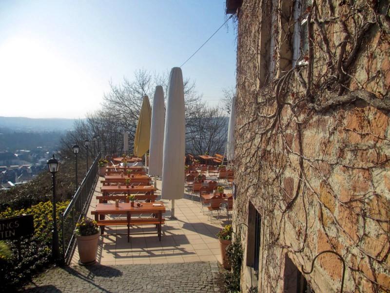 Открытая площадка замкового ресторана