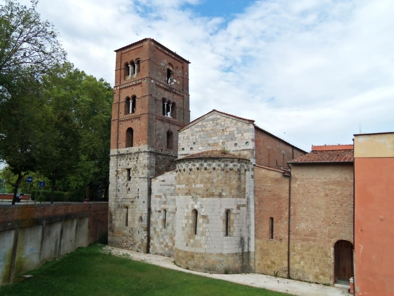 Колокольня церкви святого архангела Михаила босоногих (Chiesa di San Michele degli Scalzi)