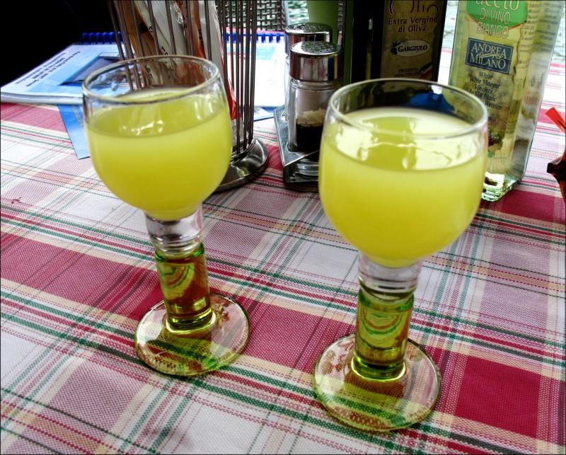 Местный ликёр «лимончелло»