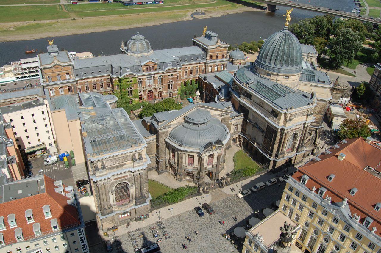 Вид сверху на главное здание