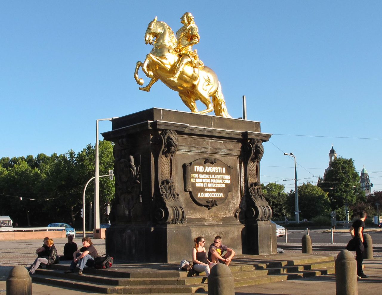 Статуя Августа Сильного на площади