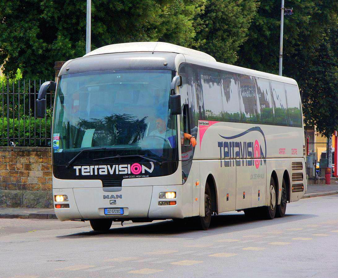 Автобус из аэропорта Бергамо едет в Милан