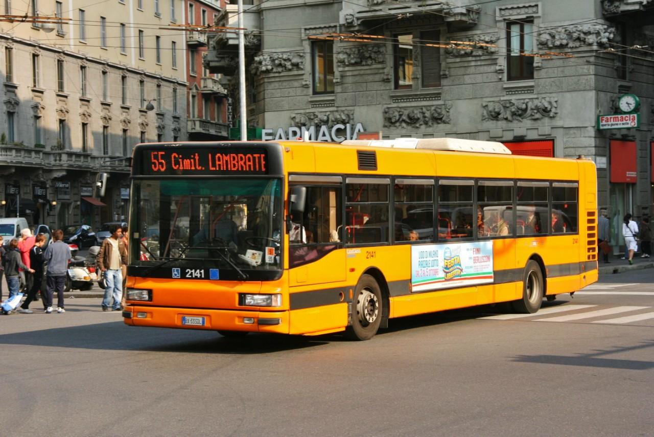 Миланский желтый автобус