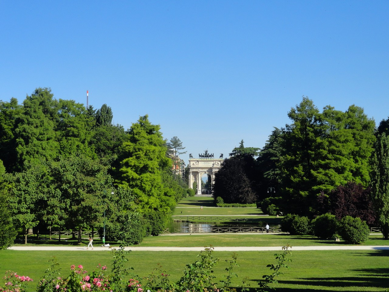 Арка Мира в парке Семпионе