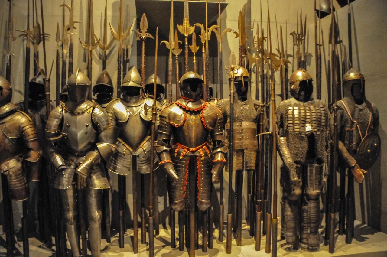 Старинное оружие и доспехи в музее Польди-Пеццоли
