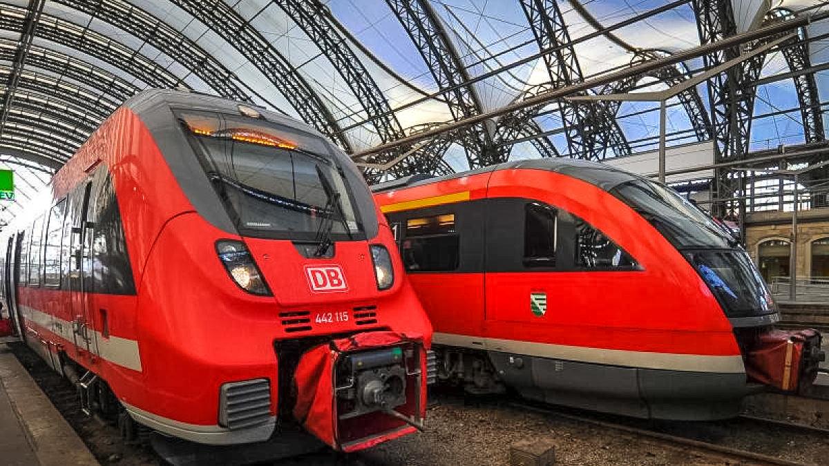 Поезд RE на вокзале Дрездена