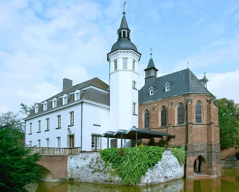 Белый дом – уединенный водный замок