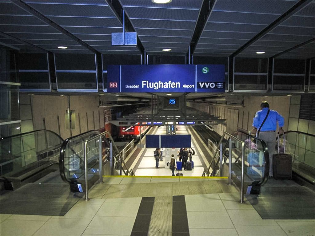 Спуск на станцию S-Bahn «Аэропорт Дрездена»