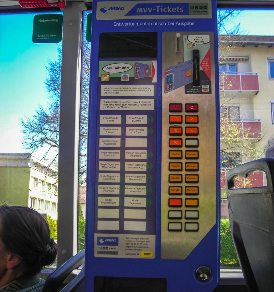 Билетный автомат в автобусе