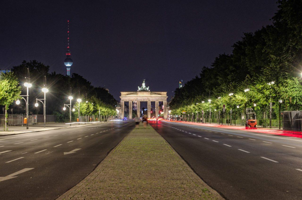Бранденбургские ворота при ночном освещении