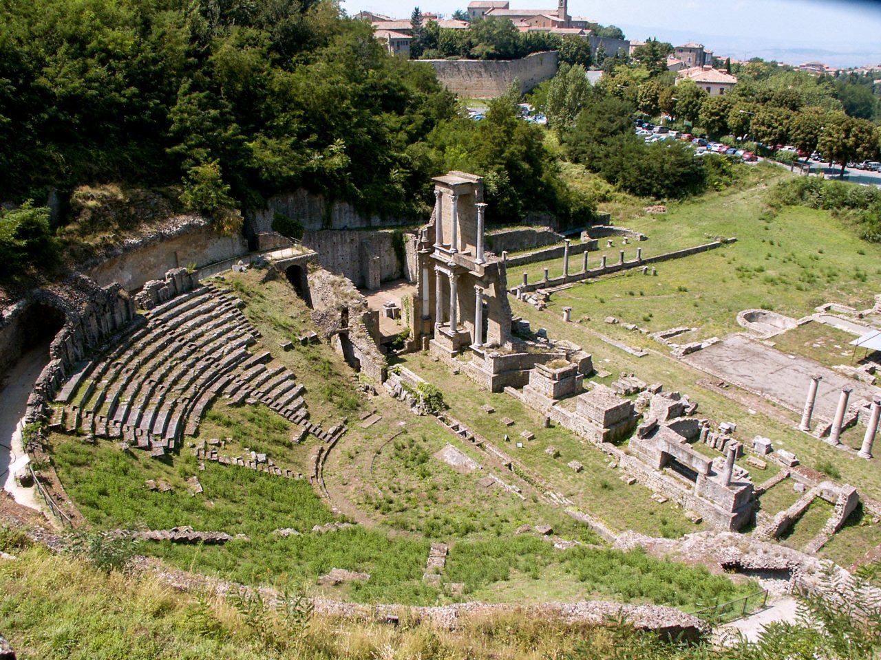 Руины древнеримского театра (Teatro romano)