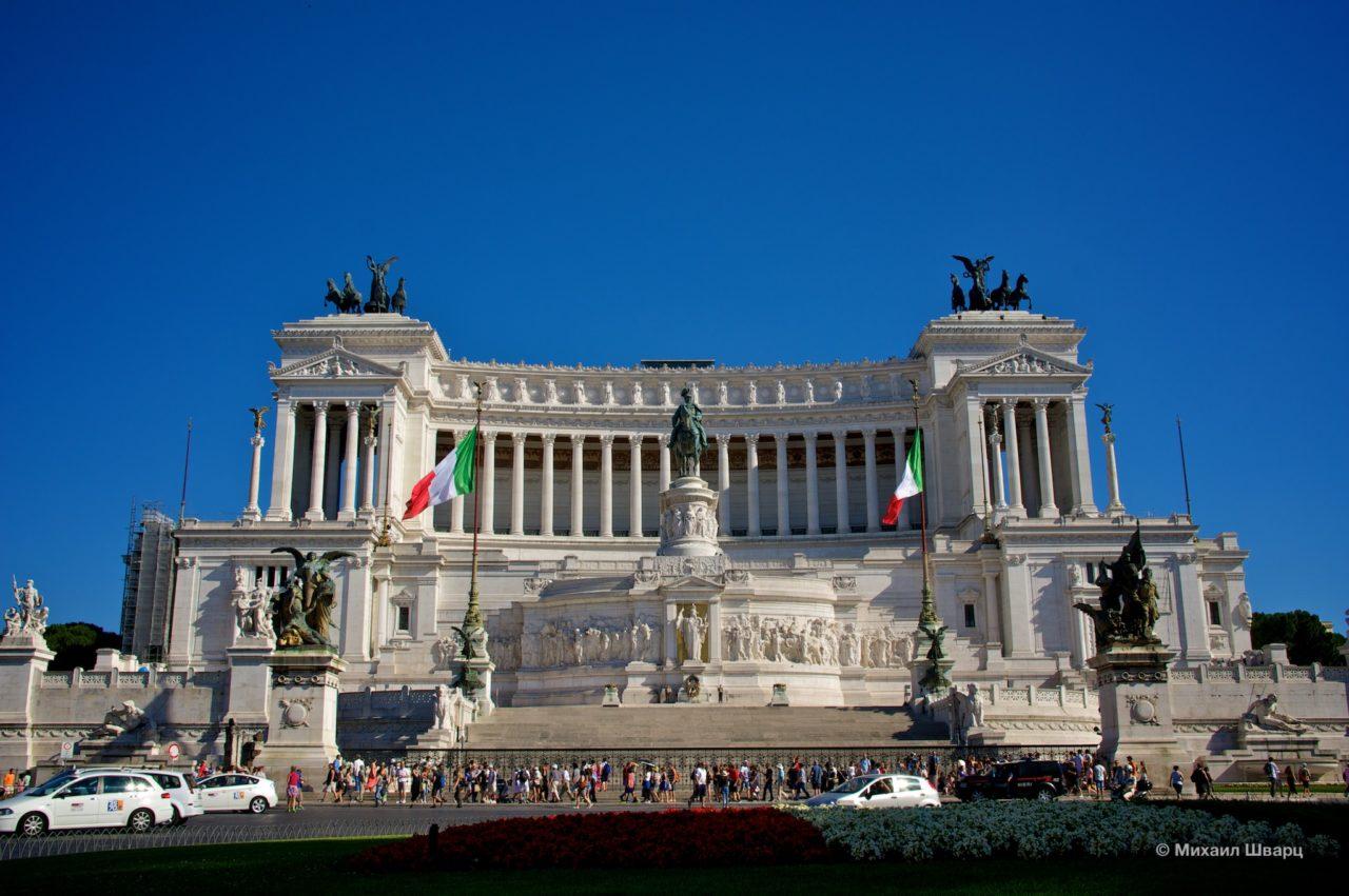 «Вставная челюсть», «открытый рояль», «свадебный торт» - так называют римляне Витториано