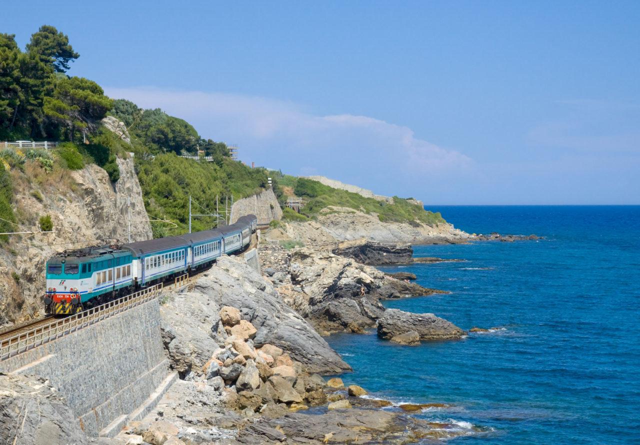 Железнодорожное сообщение на побережье