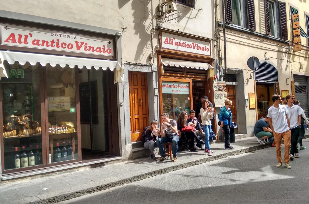Закусочная старого винодела - одно из лучших недорогих заведений города