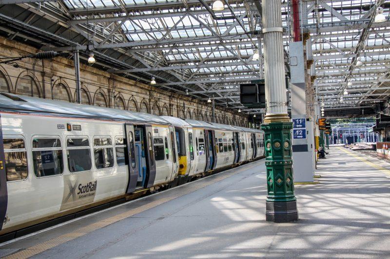 Эдинбург. Шотландия. Вокзал Waverley.
